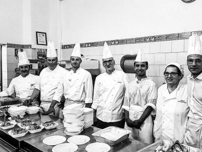 Gli Chef del Rome Cavalieri Waldorf Astoria cucinano nelle mense dei poveri